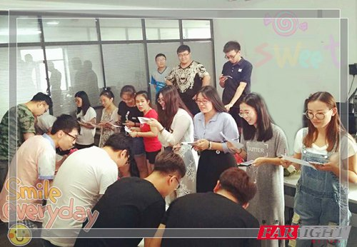 沈阳WEB前端培训中心的学员夏季吃瓜图